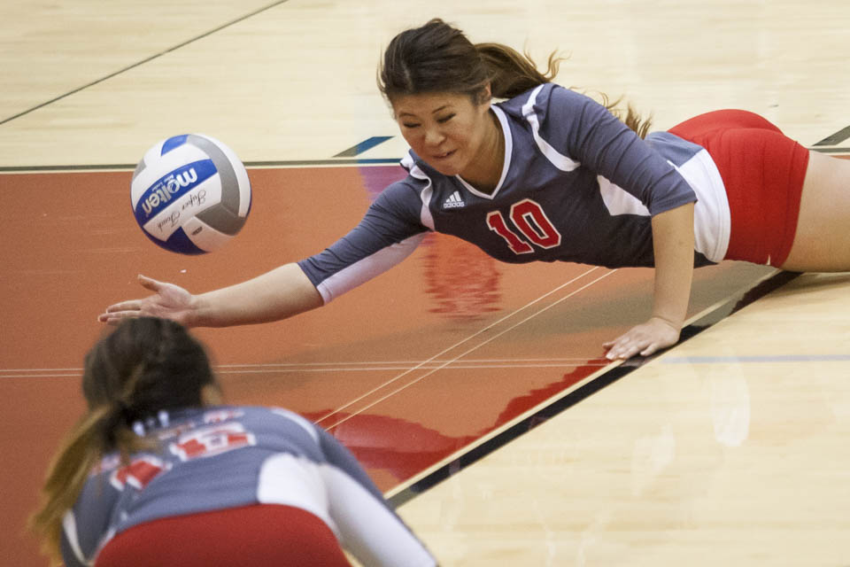 Rams Cynthia Lin (10) dives for the ball. (Photo by Santiago Mejia)