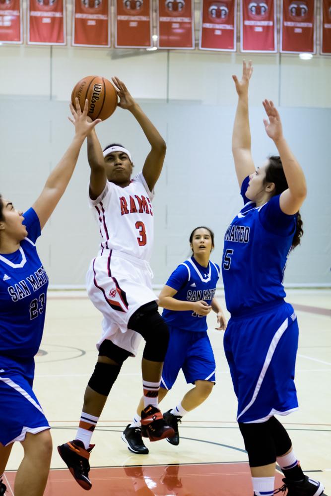2_Sports_WomensbasketballV.SanMateo_Jan23_Wong (WEB)-