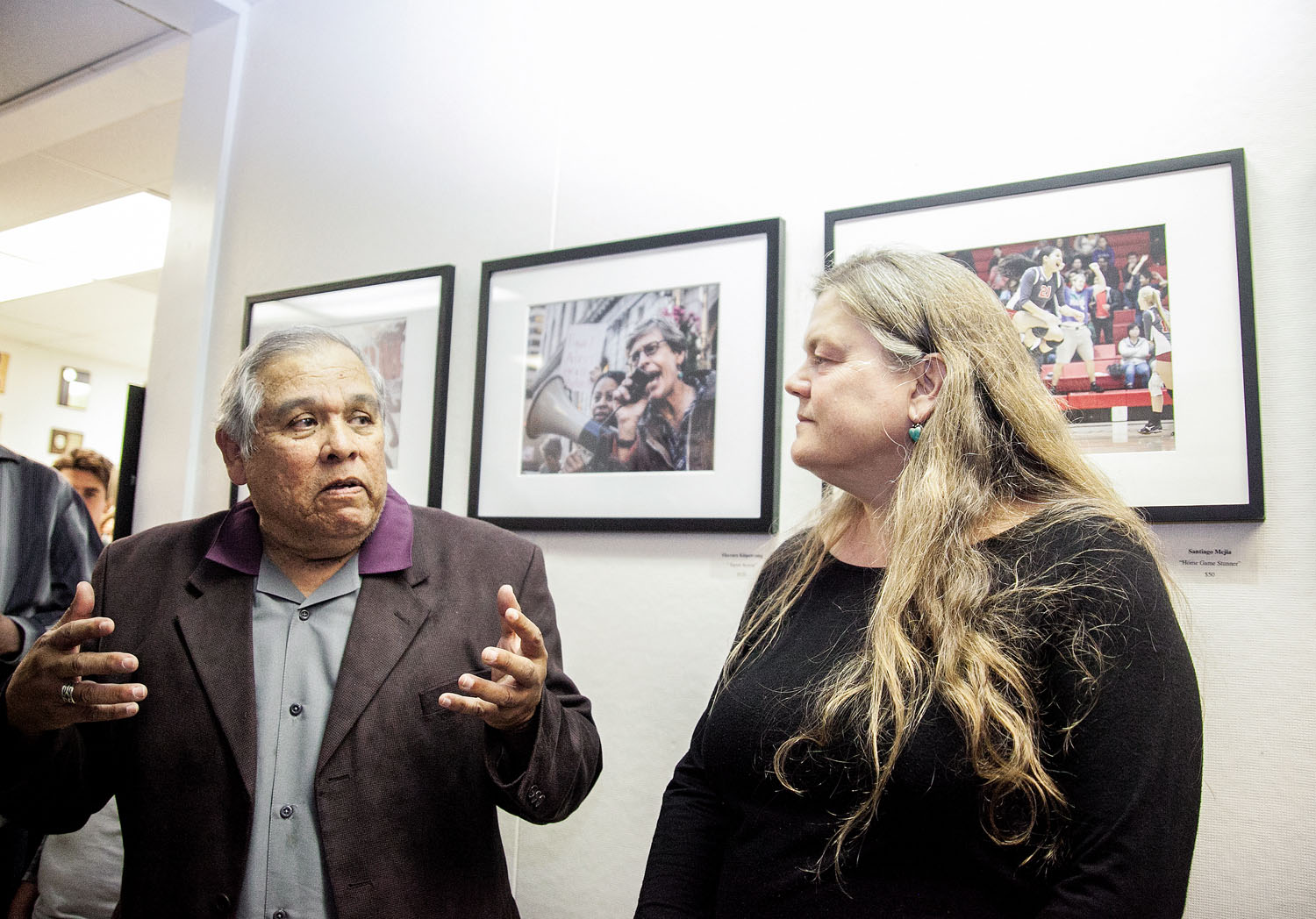 (L-R) Department of Journalism Chair Juan Gonzales and San Francisco Chronicle Director of Photography Judy Walgren, give speech to gallery attendees during photo exhibition's opening reception in the Front Page Gallery, Ocean Campus on Thursday, April 23. (Photo by Ekevara Kitpowsong)