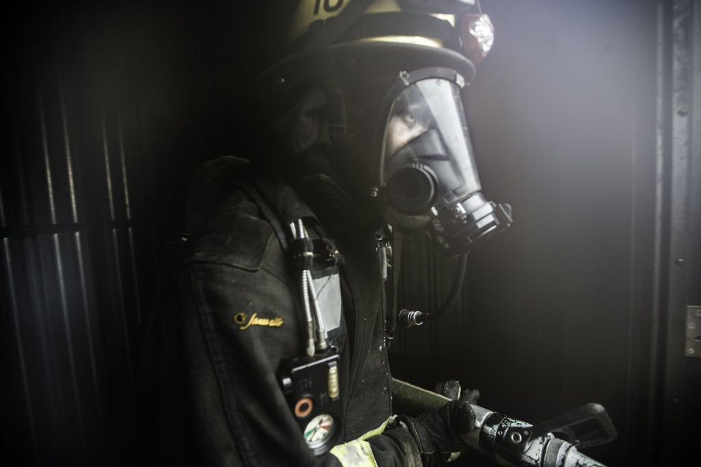 A fire cadet uses the self contained breathing apparatus during hose drills at the live fire traingin that cumulated the 18 weeks of preparation for 29 fire cadets of City College's Class 15 Fire Fighter One Academy at South San Francisco Fire Department Station 61 on Saturday, May 16 2015. (Photo by Nathaniel Y. Downes/The Guardsman)