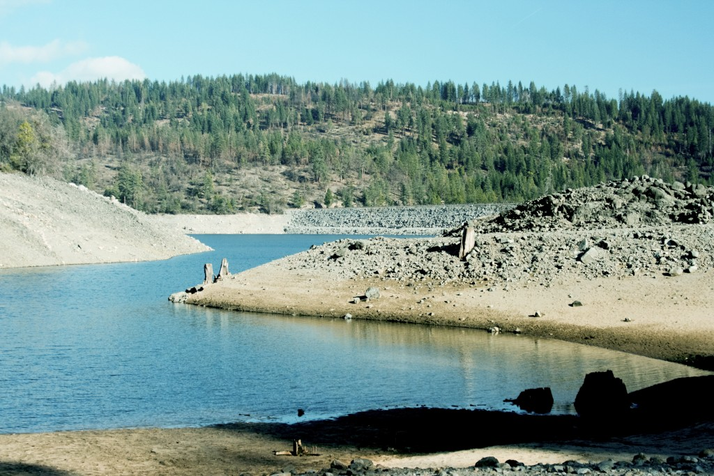 Steep sides reveal the plunging water levels at Cherry Lake Reservoir in the Sierra Nevada mountains. February 20, 2015. (Photo by Michaela Payne/The Guardsman)