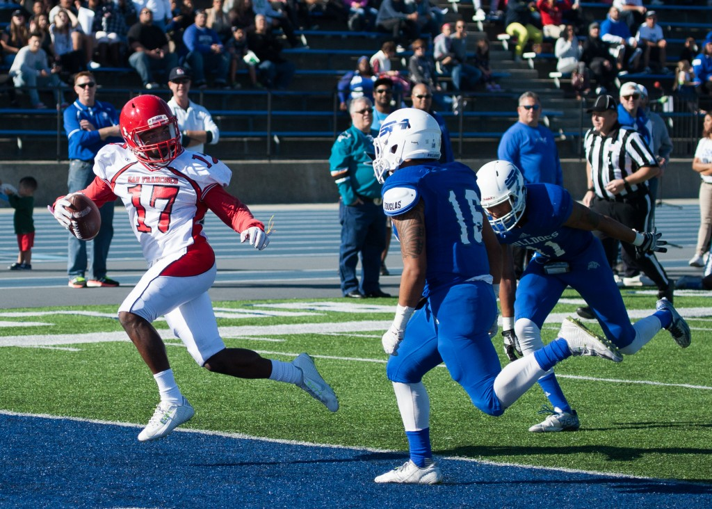 City College's Antoine Porter (WR) (17) scoring a touchdown against San Mateo College. San Mateo College Campus, San Mateo, Calif Nov 14 (Photo by Khaled Sayed)