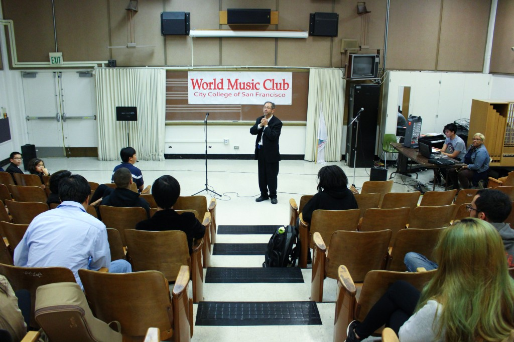 Advisor Professor Benedict Lim addresses the crowd gathered for the preliminary round of competition in the World Music Club's annual Singing Contest on Friday, Nov. 20, 2015. (By Shannon Cole/The Guardsman)