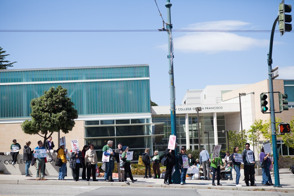 City College faculty gather around Ocean Campus to picket against unfair labor practices on April 27, 2016. (Photo by Natasha Dangond/Special to The Guardsman)