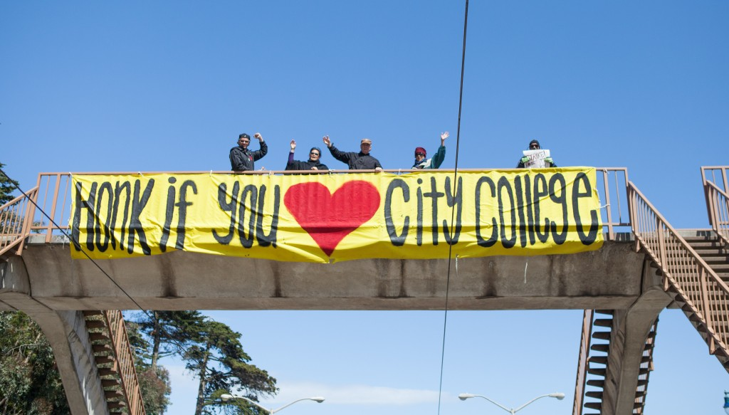 AFT 2121 members hang a banner over the Muni overpass on Ocean Avenue, encouraging drivers to support the faculty strike at Ocean Campus on April 27, 2016. (Photo by Natasha Dangond/Special to The Guardsman)