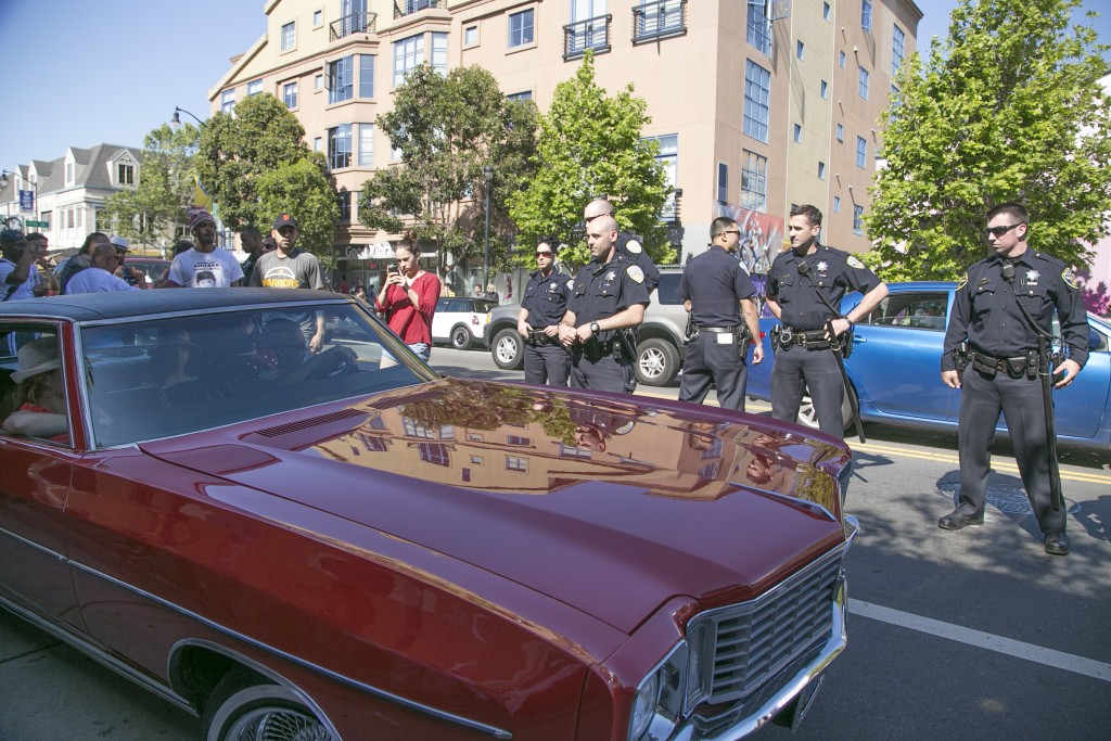 Police begin ticketing lowriders outside Mission Police Station on May 1, 2016 (Photo by Gabriella Angotti-Jones/ The Guardsman)
