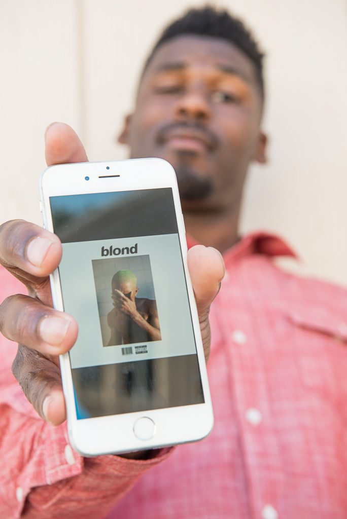 The cover of Frank Ocean's new album Blonde displayed on a phone belonging to Abdul-Latif Islam. (Photo by Izar Decleto/The Guardsman)
