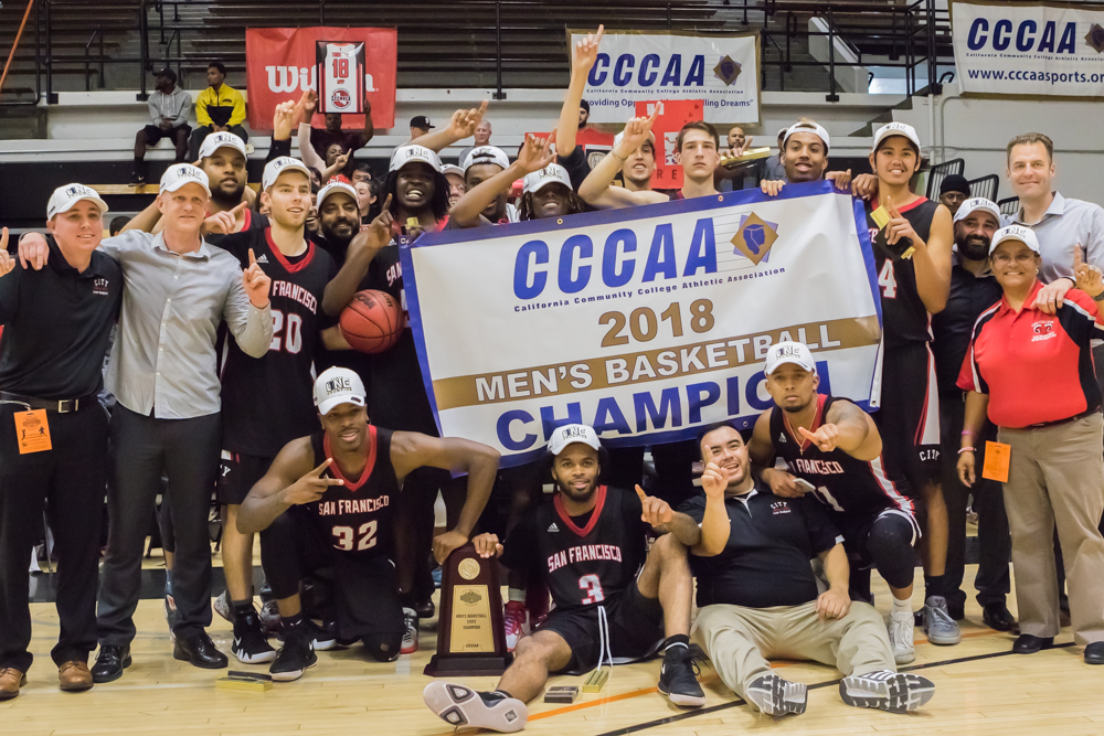 The Rams gather around CCCAA banner after winning 2018 State Title in Ventura, March 13, 2018. Photo by Peter Wong/Special to The Guardsman.