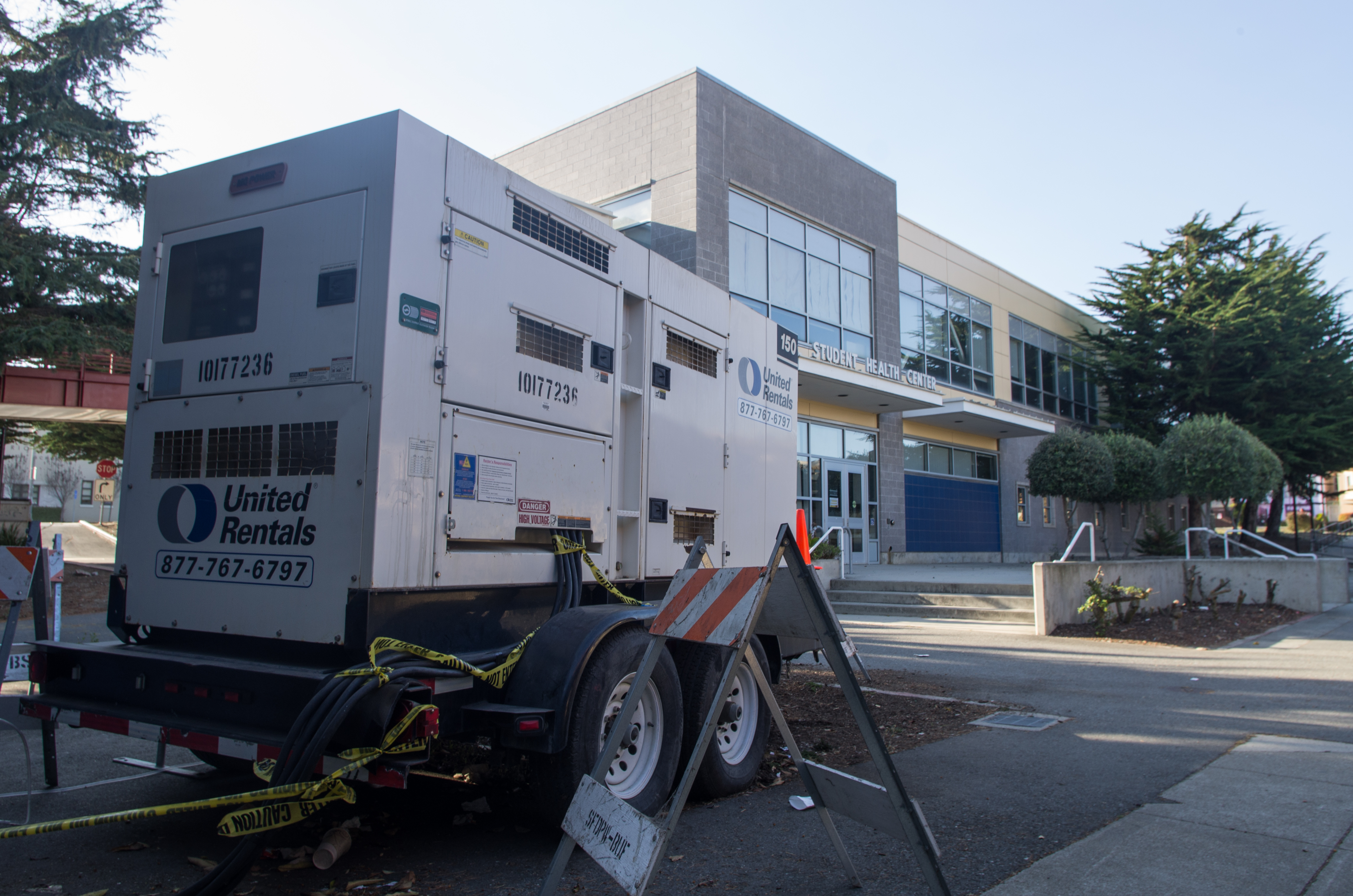 A generator sits outside the Creative Arts Extension Building on Sept. 9, providing it power while Buildings and Grounds waits for the installation of a new transformer. (David Mamaril Horowitz / The Guardsman)